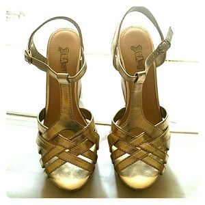 Gold Wedges size 10